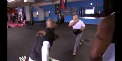 Маррис Крамп тренирует Кофи Кингстона